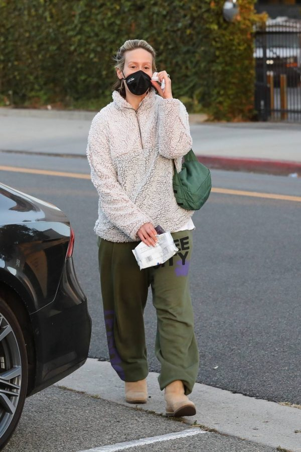 Sarah Paulson Seen leaving the Balayage by Nancy Braun hair salon in Beverly Hills 08