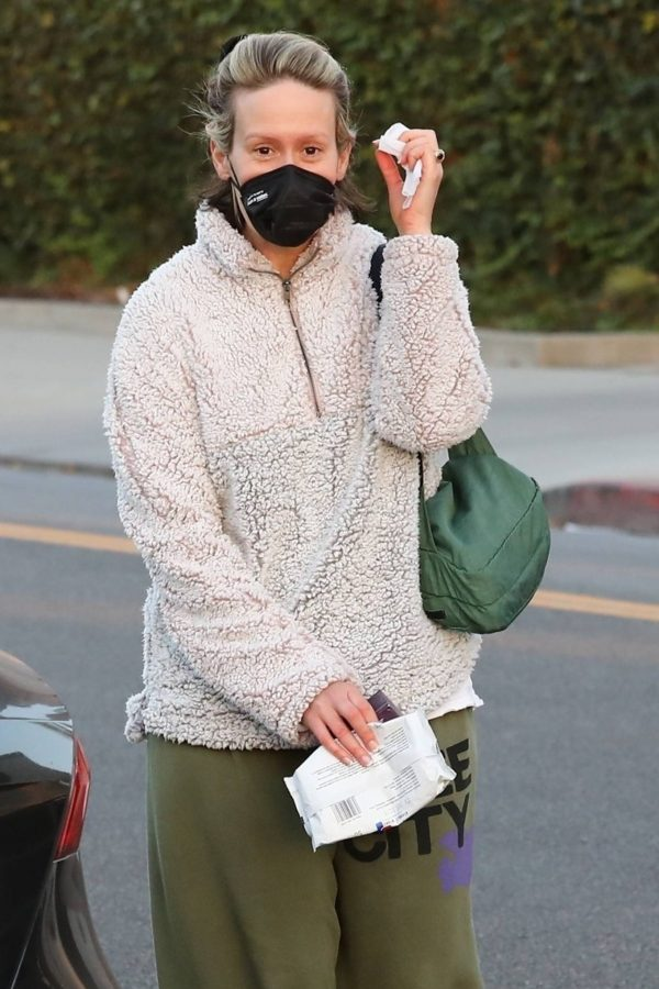 Sarah Paulson Seen leaving the Balayage by Nancy Braun hair salon in Beverly Hills 10