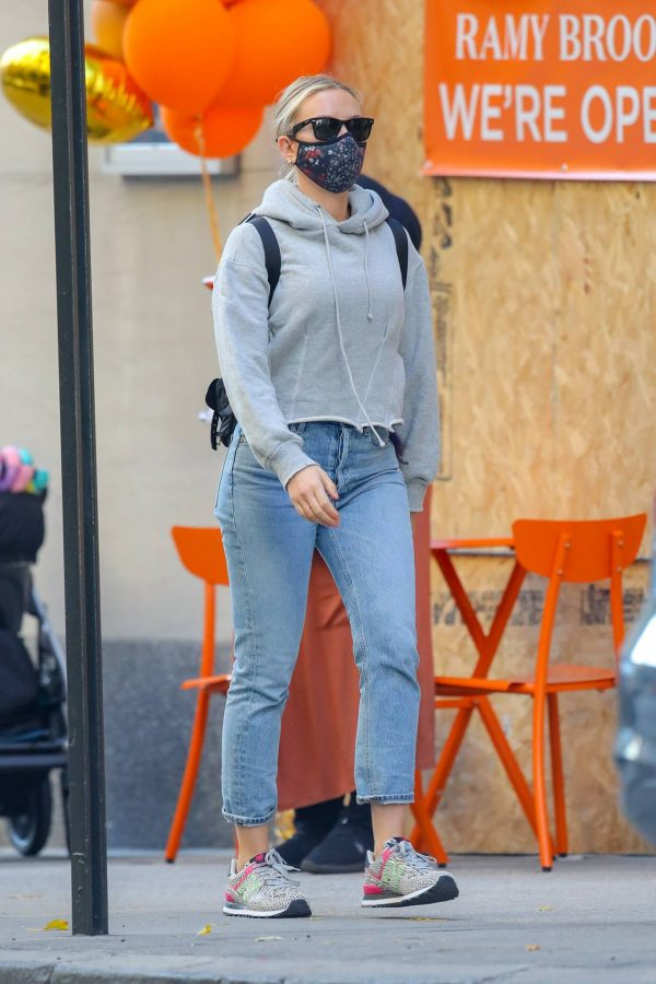 Scarlett Johansson Looks casual in denim on the street of NYC 06