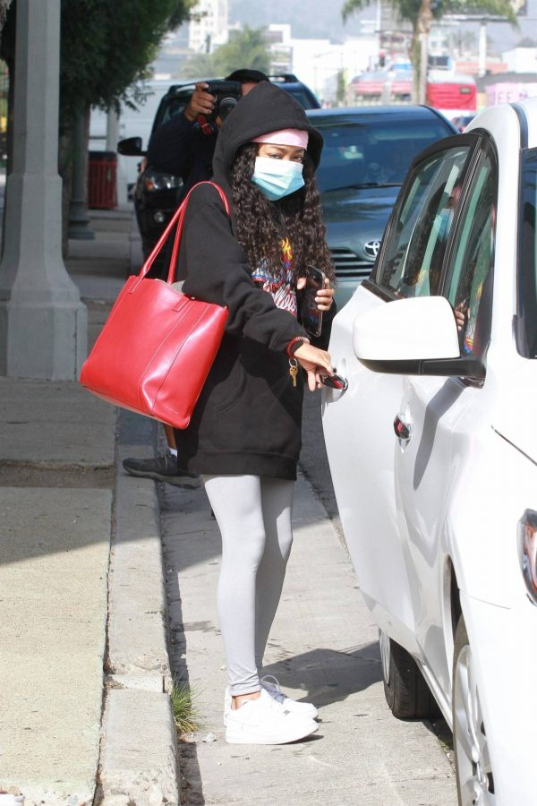 Skai Jackson Wearing mask as she leaving DWTS studio in Los Angeles 02