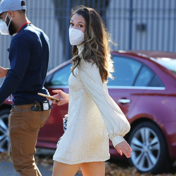 Sutton Foster Filming Younger in Queens 04