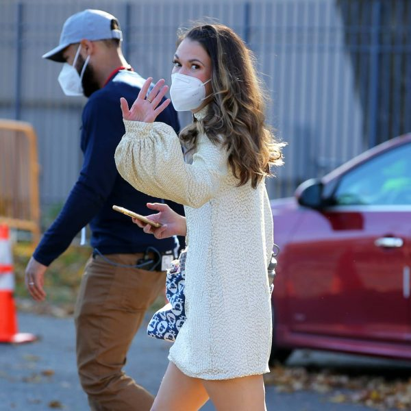 Sutton Foster Filming Younger in Queens 05