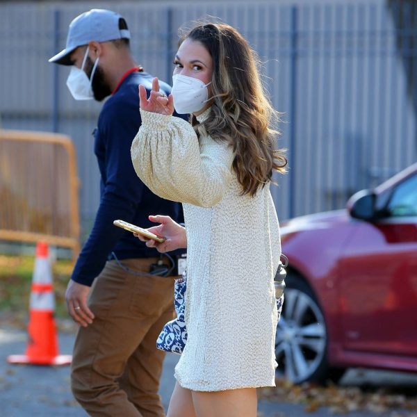 Sutton Foster Filming Younger in Queens 09