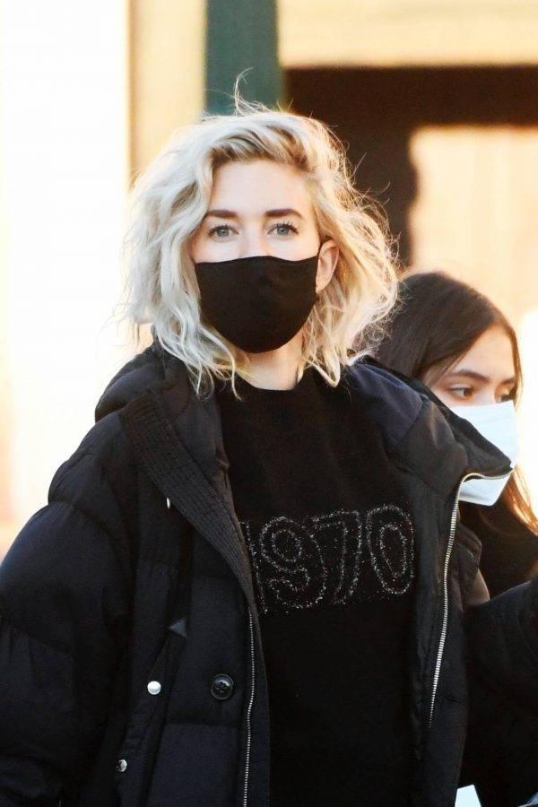 Vanessa Kirby Heads to get a COVID 19 test to film Mission Impossible 7 in Venice 02