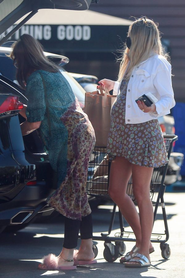 jessica hart shows baby bump in los angeles 09