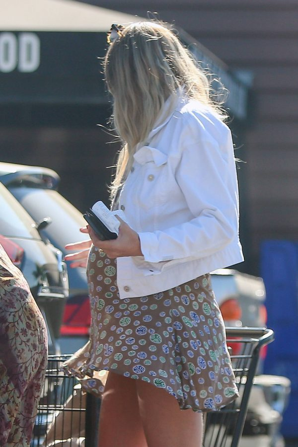 jessica hart shows baby bump in los angeles 10