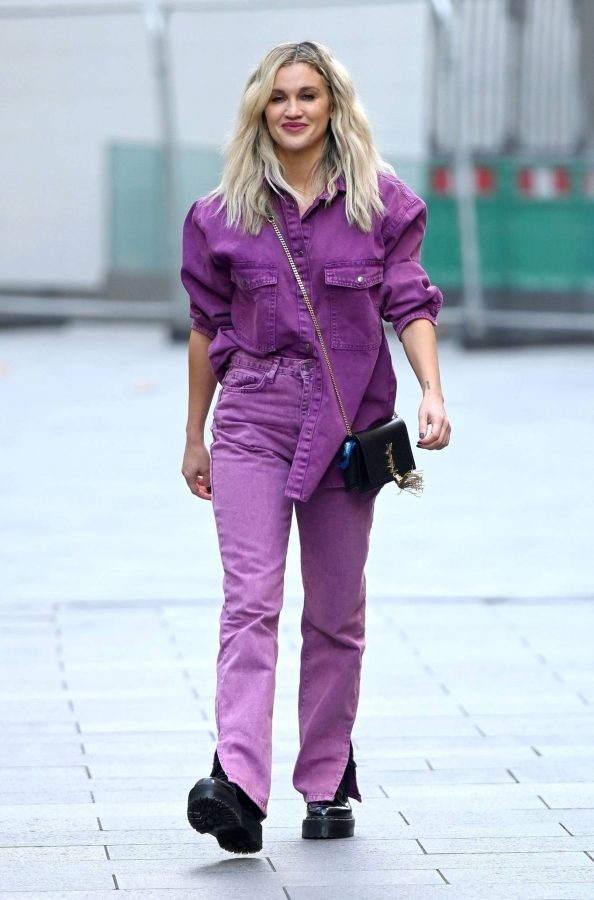 Ashley Roberts Seen after the Heart Radio Breakfast Show in London 15