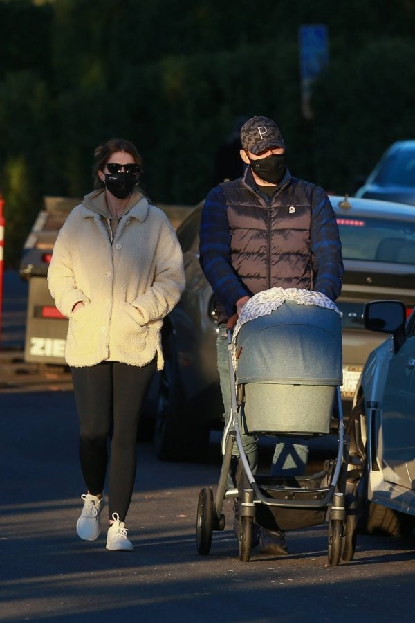 Chris Pratt and Katherine Schwarzenegger Out with their daughter in Santa Monica on a sunset 01