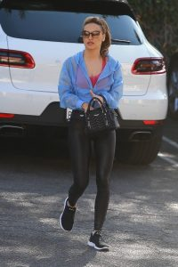 Chrishell Stause Stops by an office building in Los Angeles 06