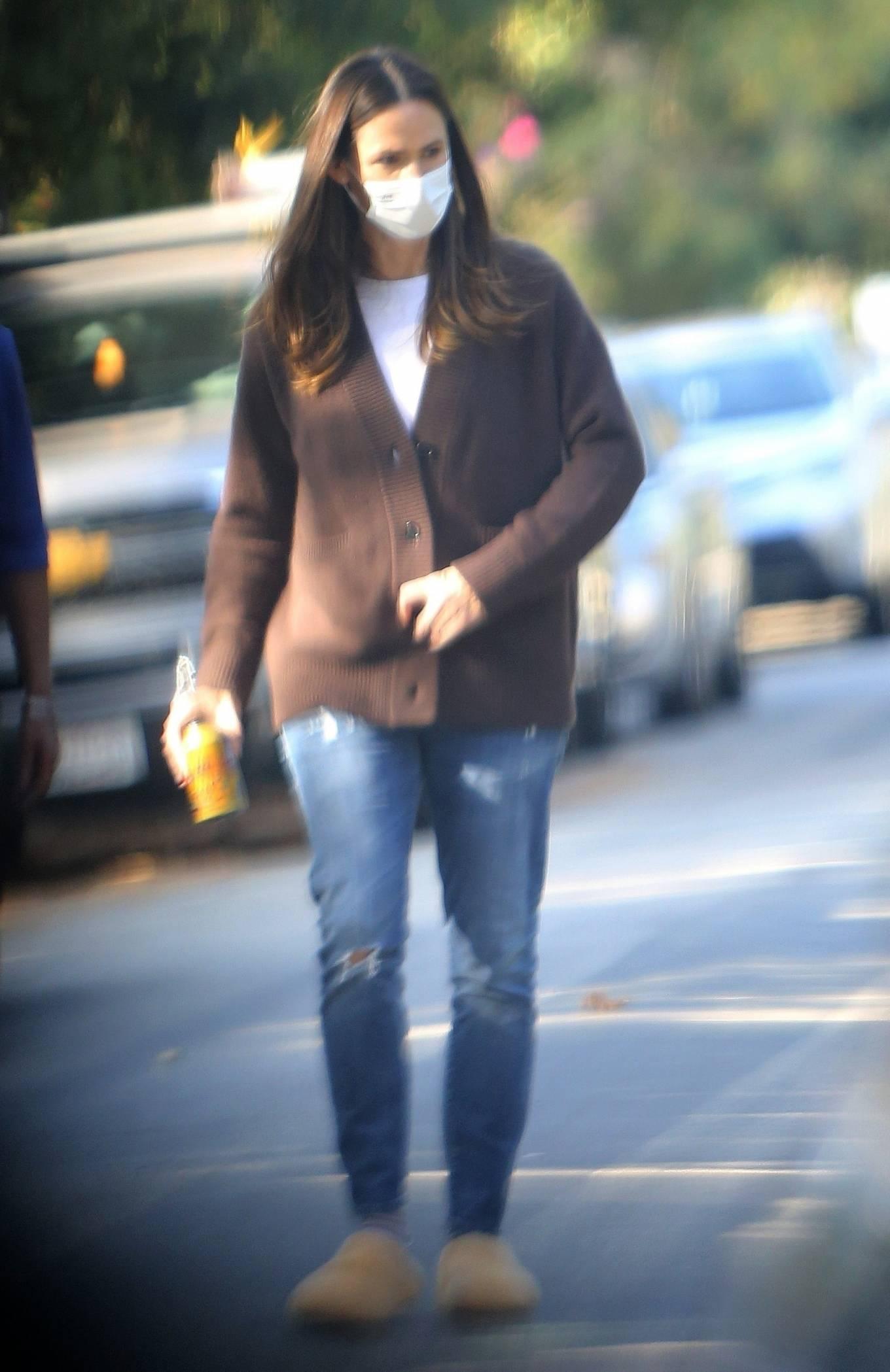 Jennifer Garner Walk in her neighborhood in Los Angeles 02