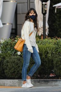 Jordana Brewster Shopping candids in Pacific Palisades 08