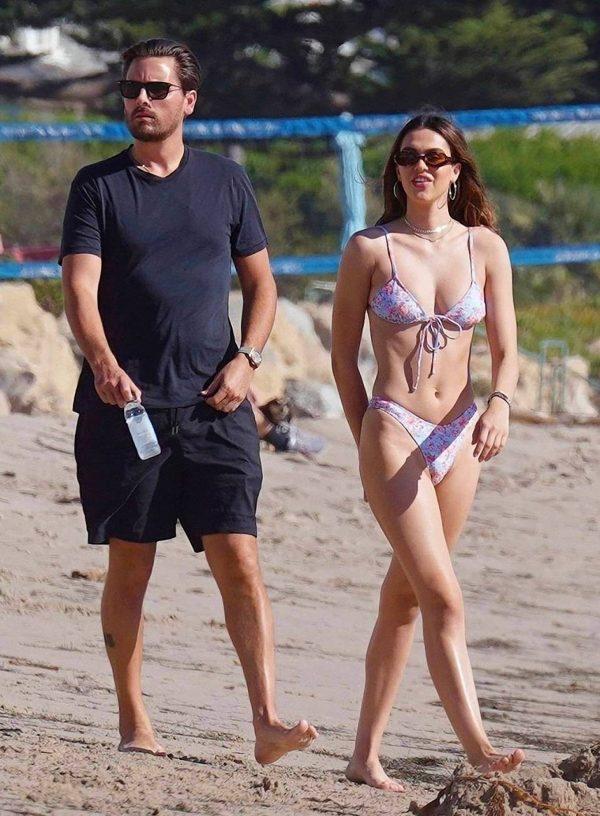 Amelia Hamlin In a bikini at the beach in Malibu 09