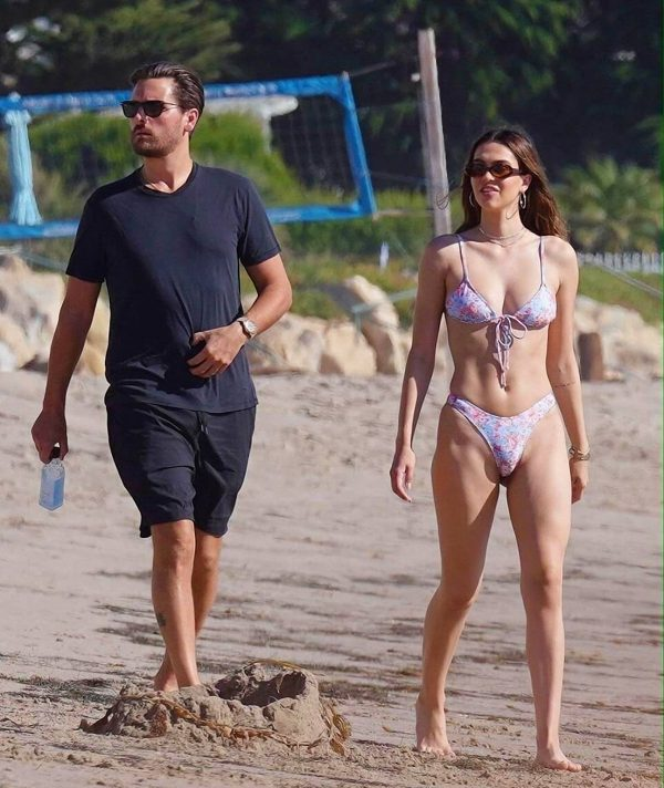 Amelia Hamlin In a bikini at the beach in Malibu 15