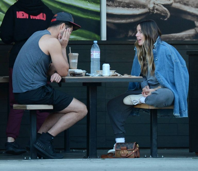 Chloe Bennet Seen at a Lunch at Erewhon in Los Angeles 04
