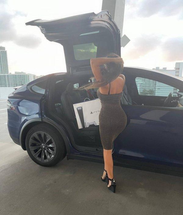 Claudia Romani Gets a PS5 in Miami Beach 06