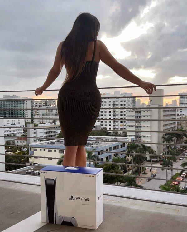 Claudia Romani Gets a PS5 in Miami Beach 08