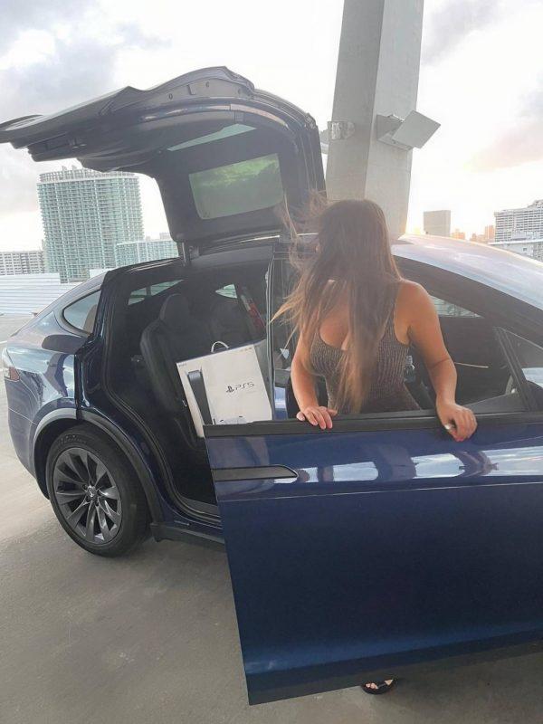 Claudia Romani Gets a PS5 in Miami Beach 09