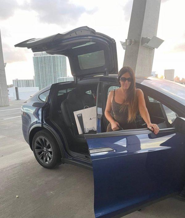 Claudia Romani Gets a PS5 in Miami Beach 10