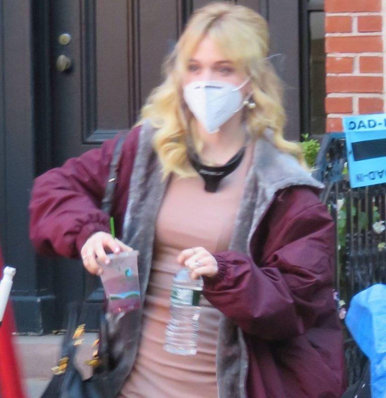 Emily Alyn Lind and Gossip Girl reboot cast members break for lunch in Manhattan 02