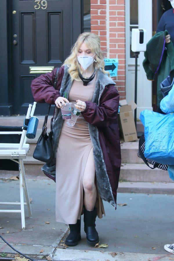 Emily Alyn Lind and Gossip Girl reboot cast members break for lunch in Manhattan 07
