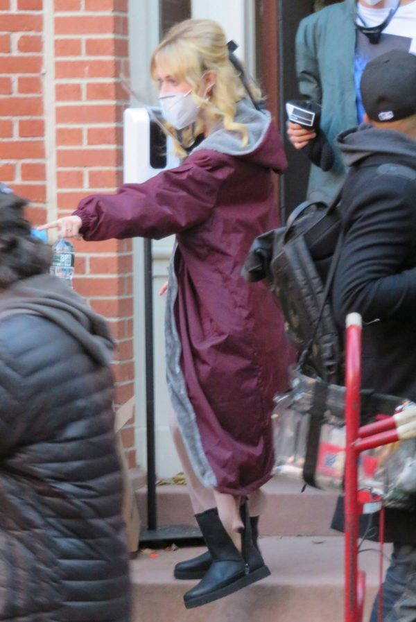 Emily Alyn Lind and Gossip Girl reboot cast members break for lunch in Manhattan 09