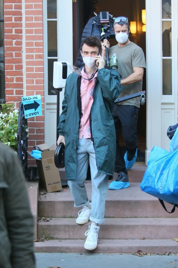 Emily Alyn Lind and Gossip Girl reboot cast members break for lunch in Manhattan 13