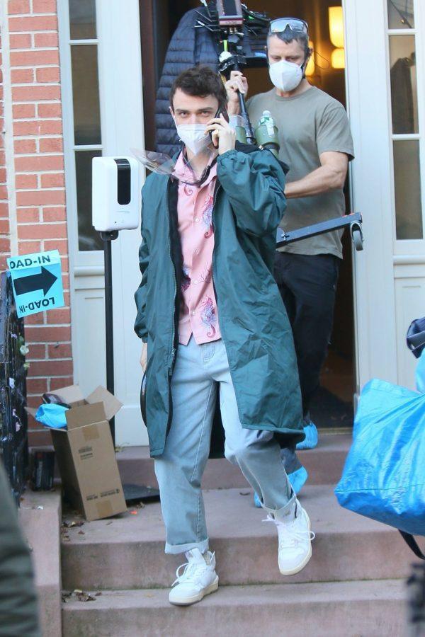 Emily Alyn Lind and Gossip Girl reboot cast members break for lunch in Manhattan 16
