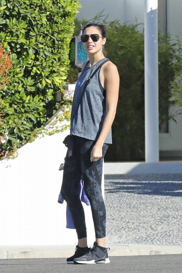 Gal Gadot Seen at her home in Beverly Hills 01