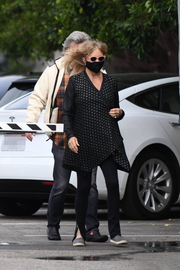 Goldie Hawn And husband Kurt Russell go out for a lunch in Santa Monica 01