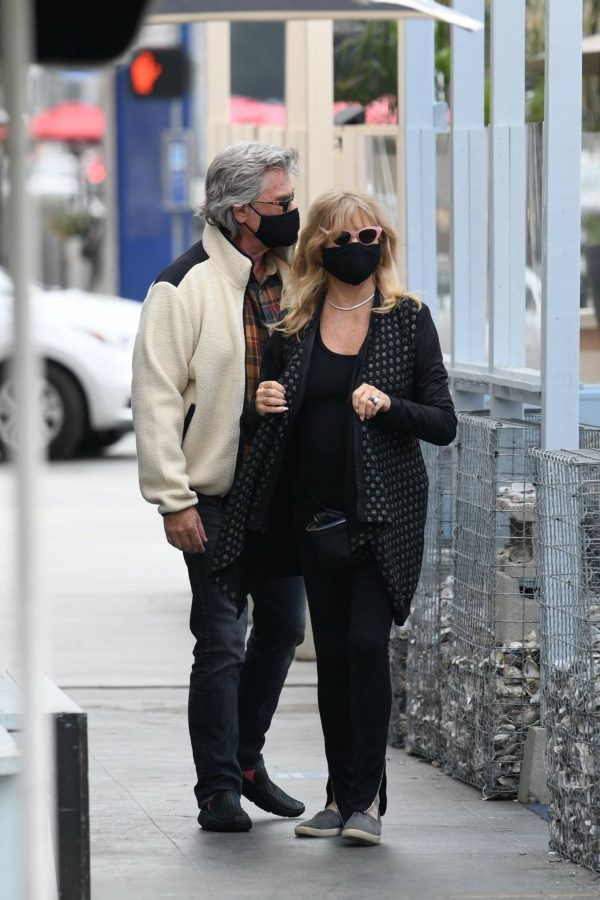Goldie Hawn And husband Kurt Russell go out for a lunch in Santa Monica 02