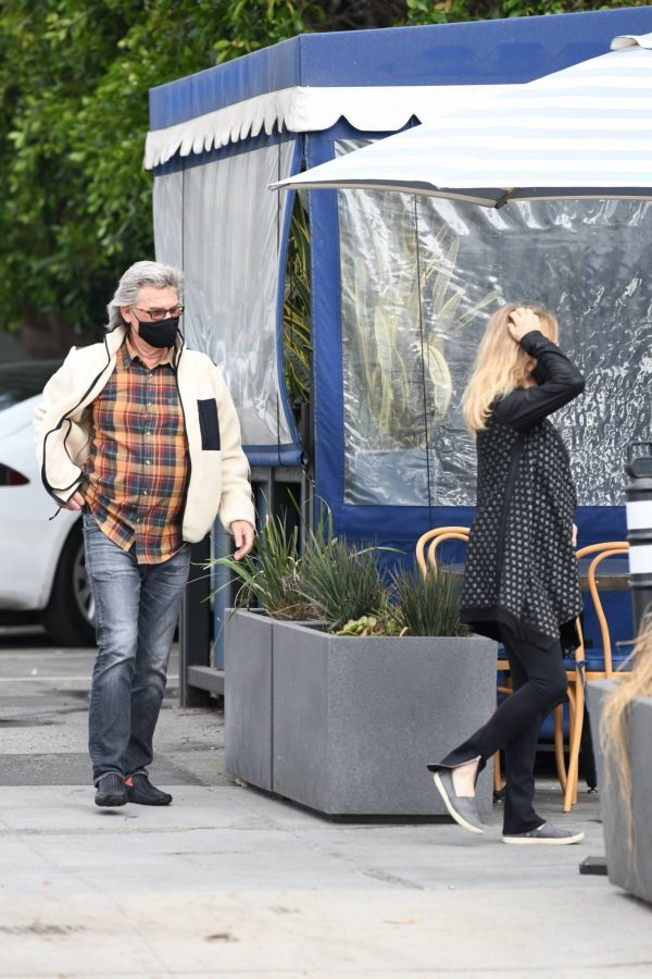 Goldie Hawn And husband Kurt Russell go out for a lunch in Santa Monica 03