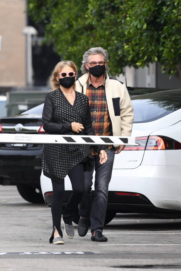 Goldie Hawn And husband Kurt Russell go out for a lunch in Santa Monica 05