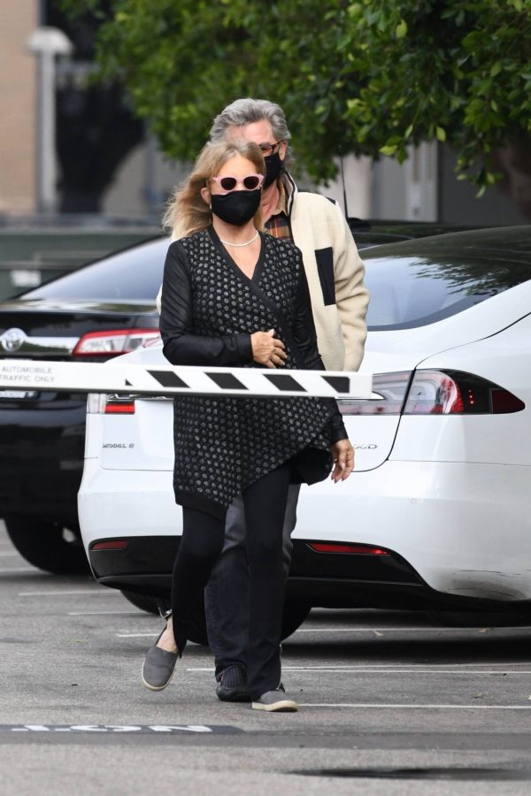 Goldie Hawn And husband Kurt Russell go out for a lunch in Santa Monica 06