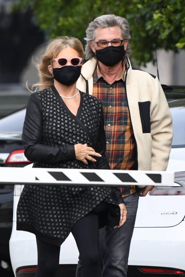 Goldie Hawn And husband Kurt Russell go out for a lunch in Santa Monica 07