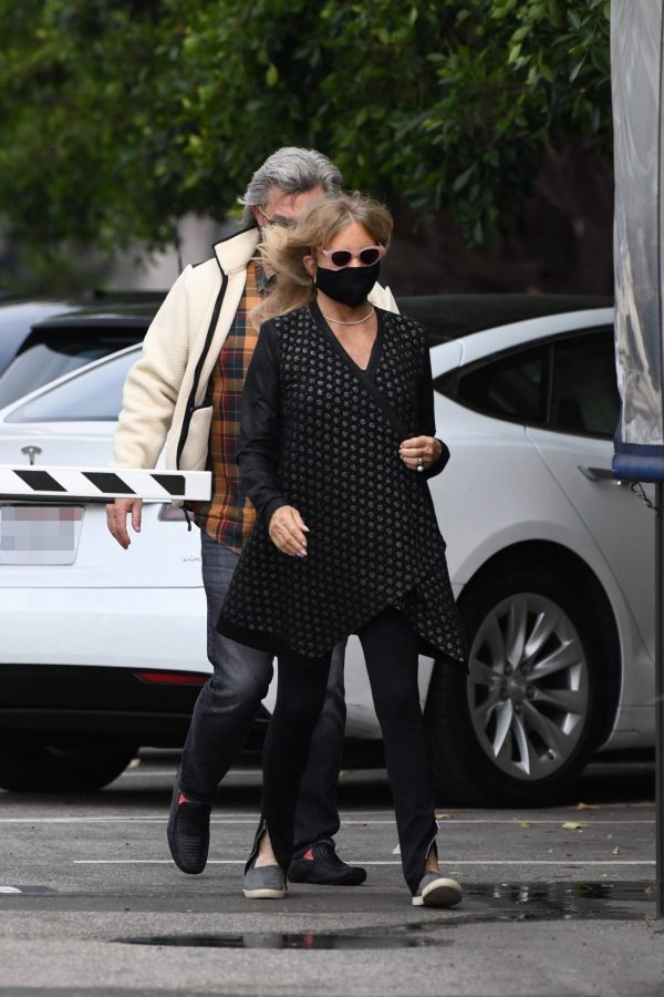 Goldie Hawn And husband Kurt Russell go out for a lunch in Santa Monica 09