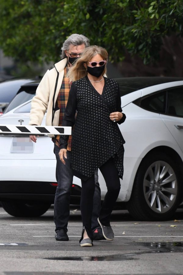 Goldie Hawn And husband Kurt Russell go out for a lunch in Santa Monica 11