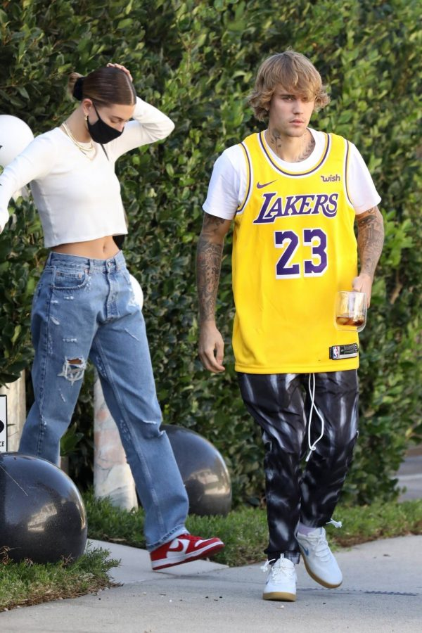 Hailey Bieber and Justin Bieber visit some friends in Beverly Hills 07