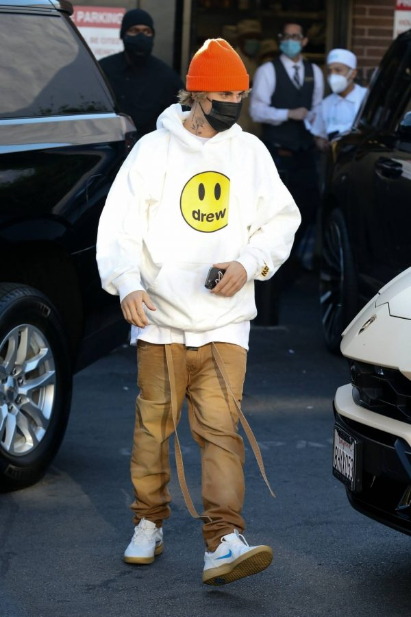 Hailey Bieber and Justin Spotted after lunch at Il Pastaio in Beverly Hills 10