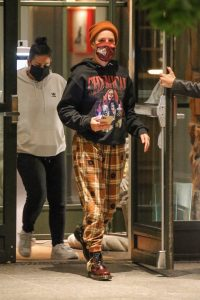 Halsey spotted out for dinner with friends in New York 08