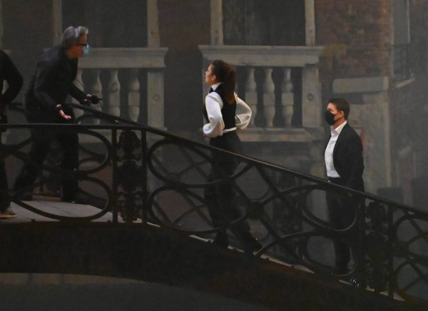 Hayley Atwell On the set of Mission Impossible 7 on the bridge Minich in Venice 01