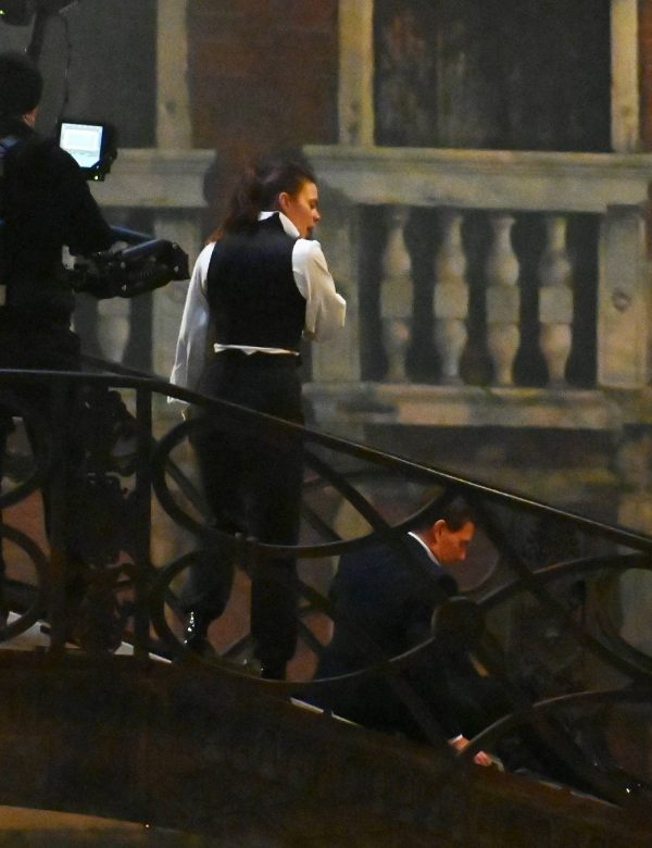 Hayley Atwell On the set of Mission Impossible 7 on the bridge Minich in Venice 09