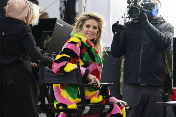 Heidi Klum Filming Germanys Next Topmodel in front of the Hotel Adlon in Berlin 04