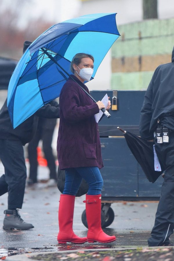 Hilary Duff Seen on the rain on the set of Younger in Westbury 02