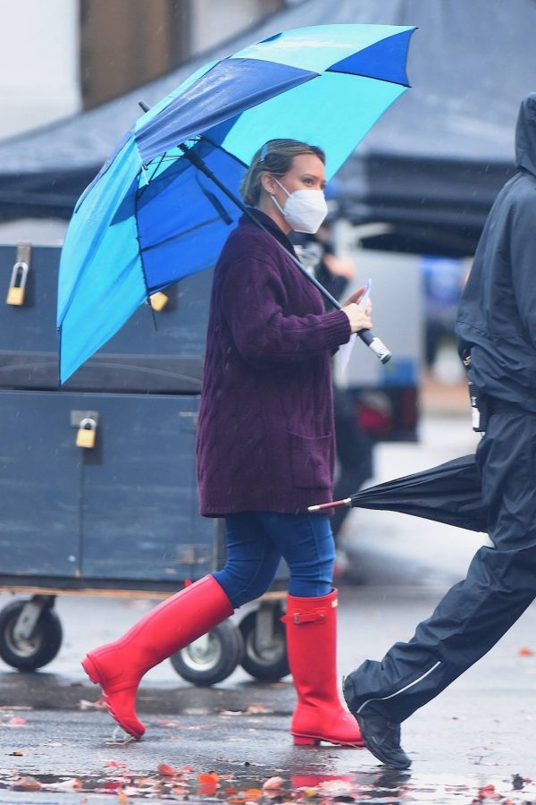 Hilary Duff Seen on the rain on the set of Younger in Westbury 03