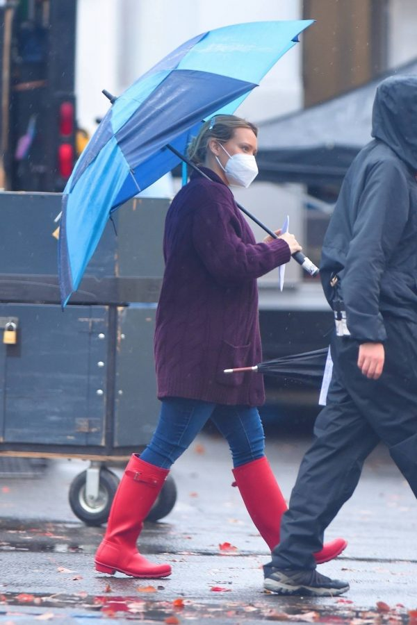Hilary Duff Seen on the rain on the set of Younger in Westbury 06