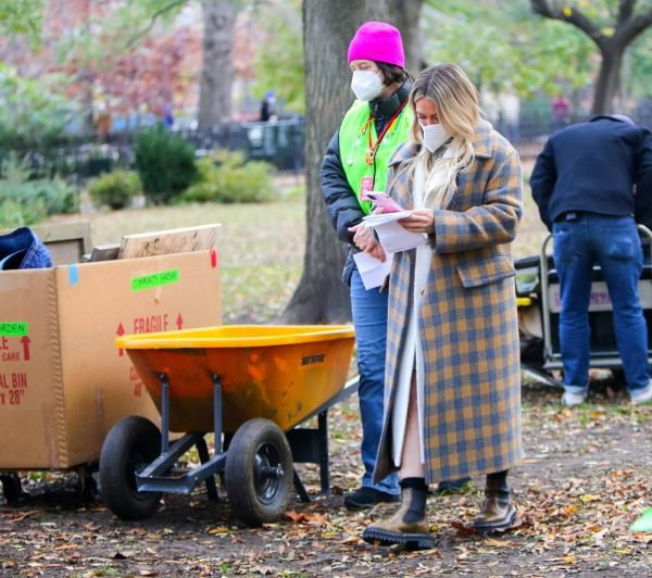 Hilary Duff With Sutton Foster At the film set of the Younger TV Series in New York 04