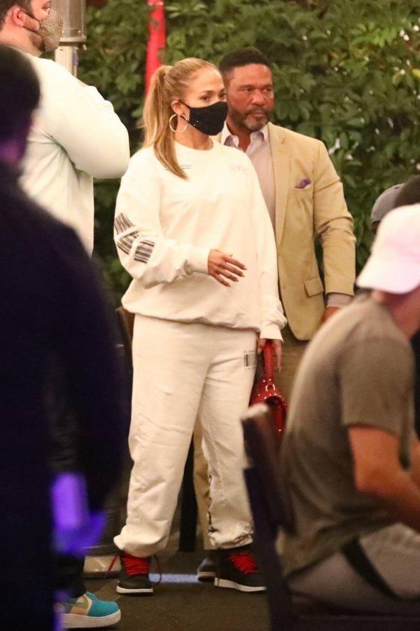 Jennifer Lopez Exit after dinner at Matsuhisa in Beverly Hills 01
