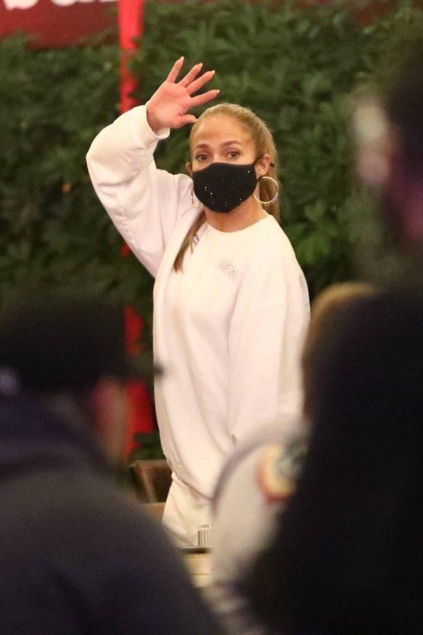 Jennifer Lopez Exit after dinner at Matsuhisa in Beverly Hills 02