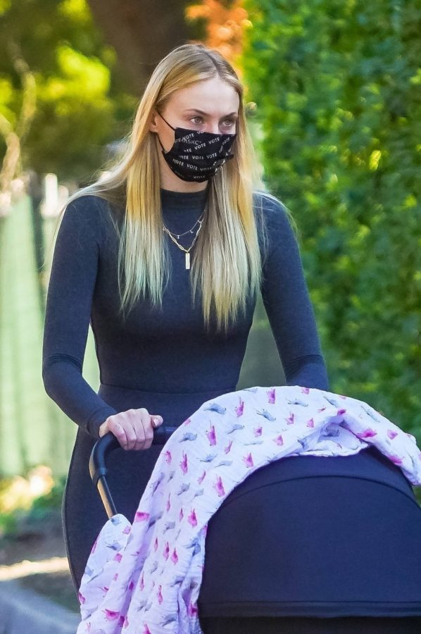 Joe Jonas and Sophie Turner with their daughter Willa in Los Angeles 04