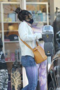 Jordana Brewster Seenat Reformation store in Pacific Palisades 10